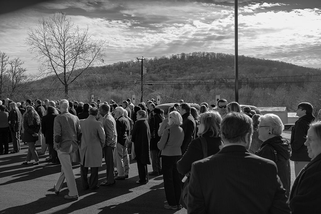 crowd gathered, Monticello Mountain in background