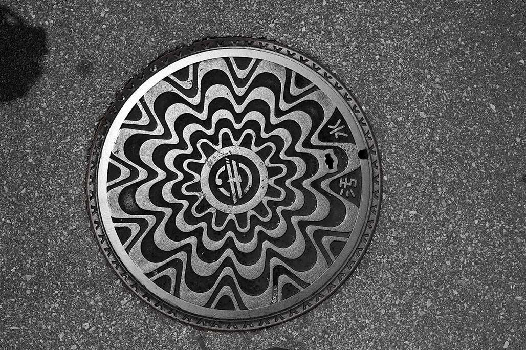 ca1411-1046-manhole-cover
