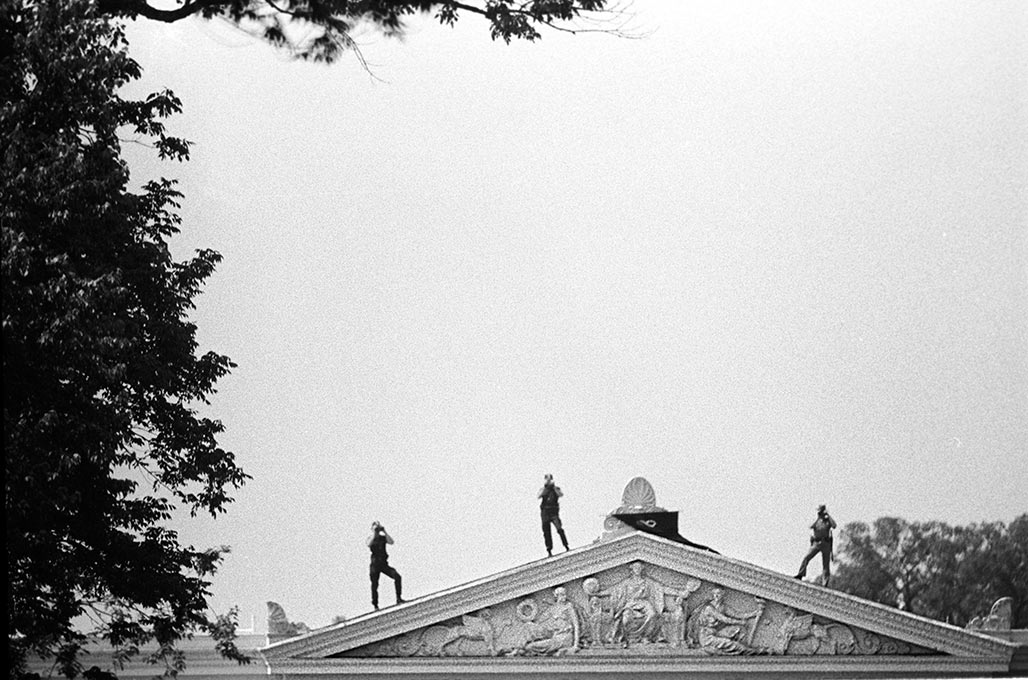 troopers and Secret Service on the roof