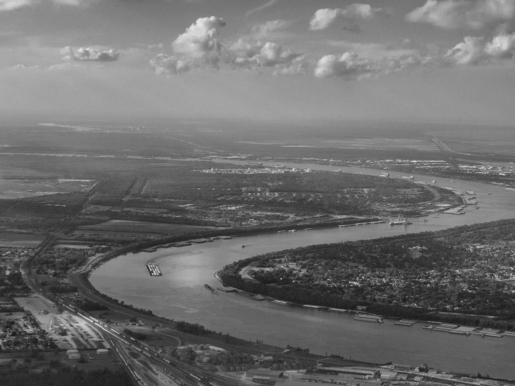 river flying into MSY airport